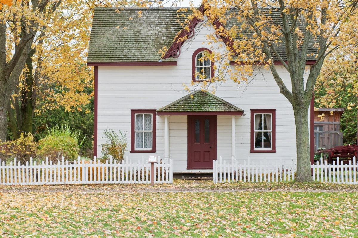 Choosing the Right Fence for Your Historical Home