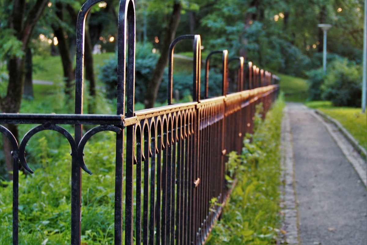 Four Tips to Maintain a Wrought Iron Fence