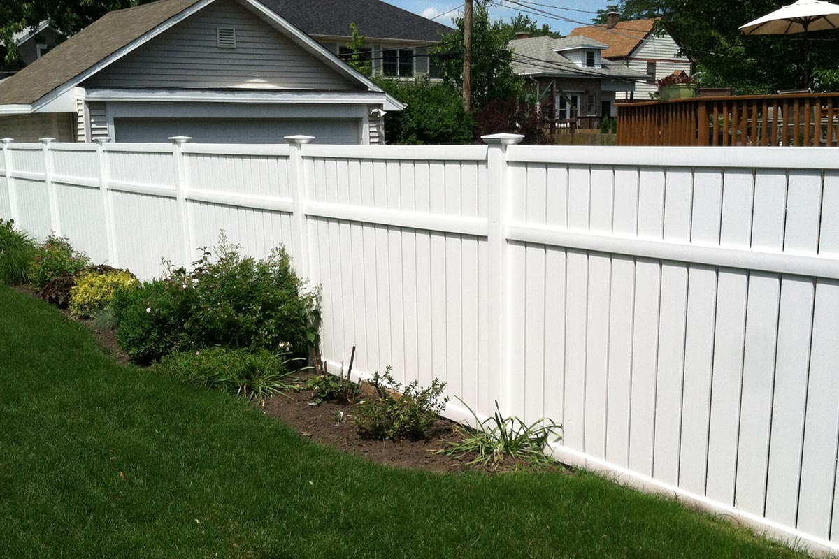 Installing your fence on your property line: What you should do