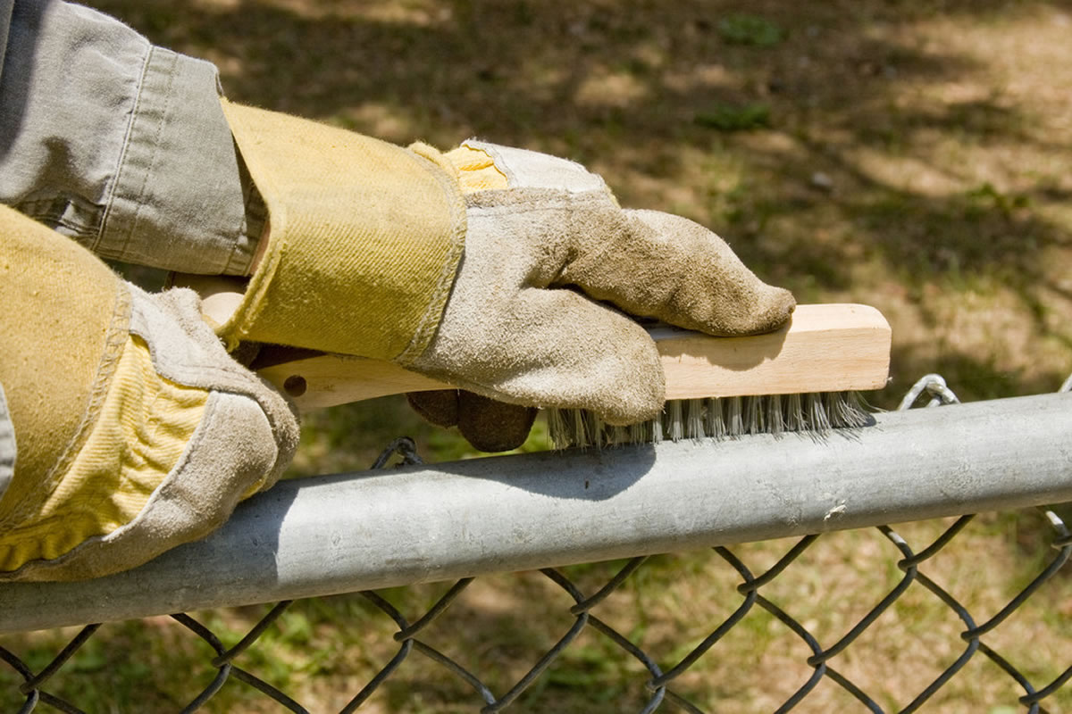 Three Mistakes People Make When Cleaning Their Fence