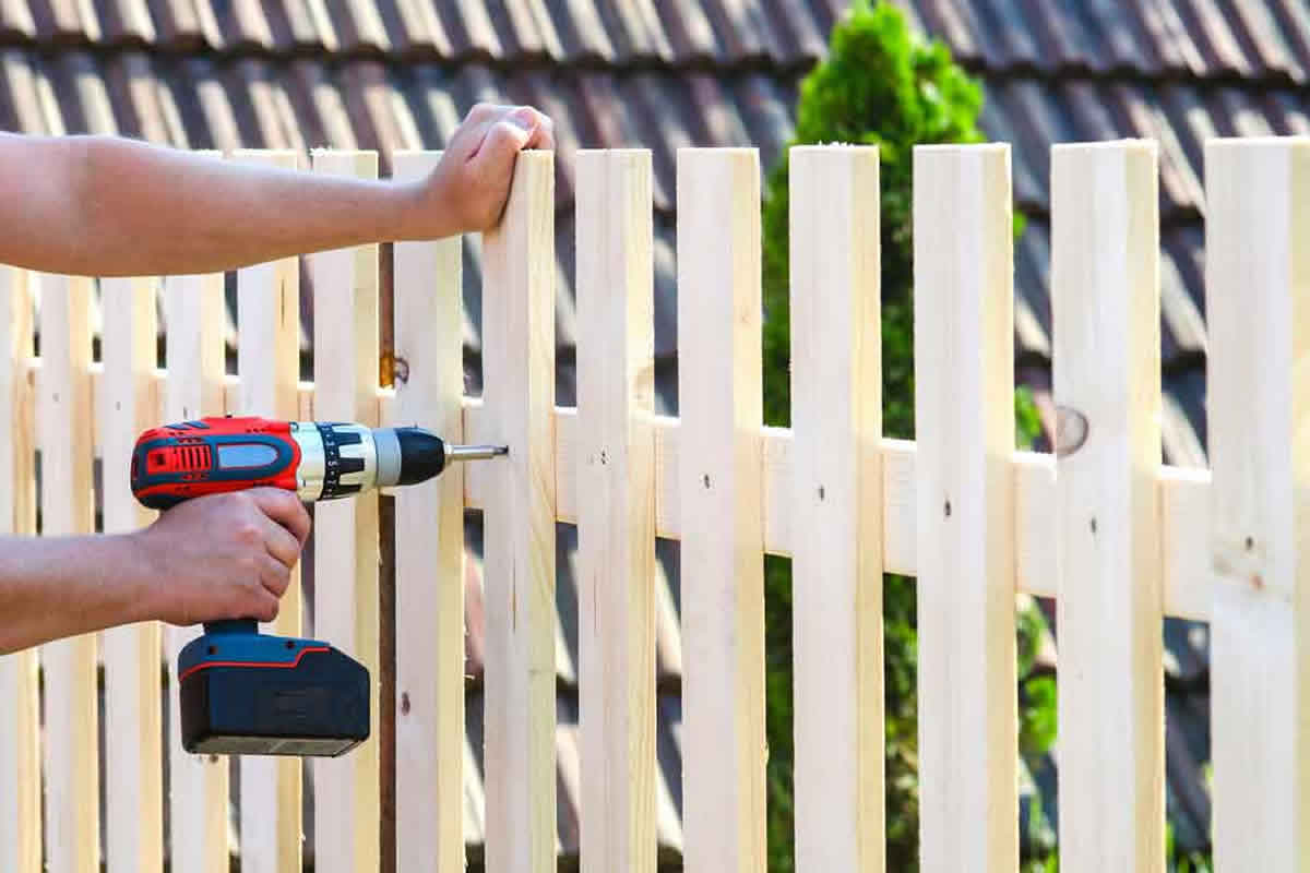Four Simple Fence Repairs You Can Do This Summer