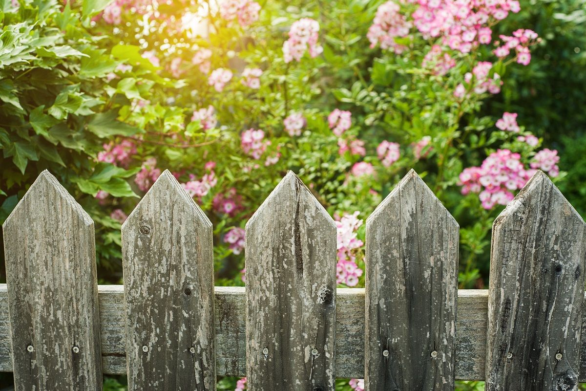 Four Etiquette Tips for Good Fence Owners