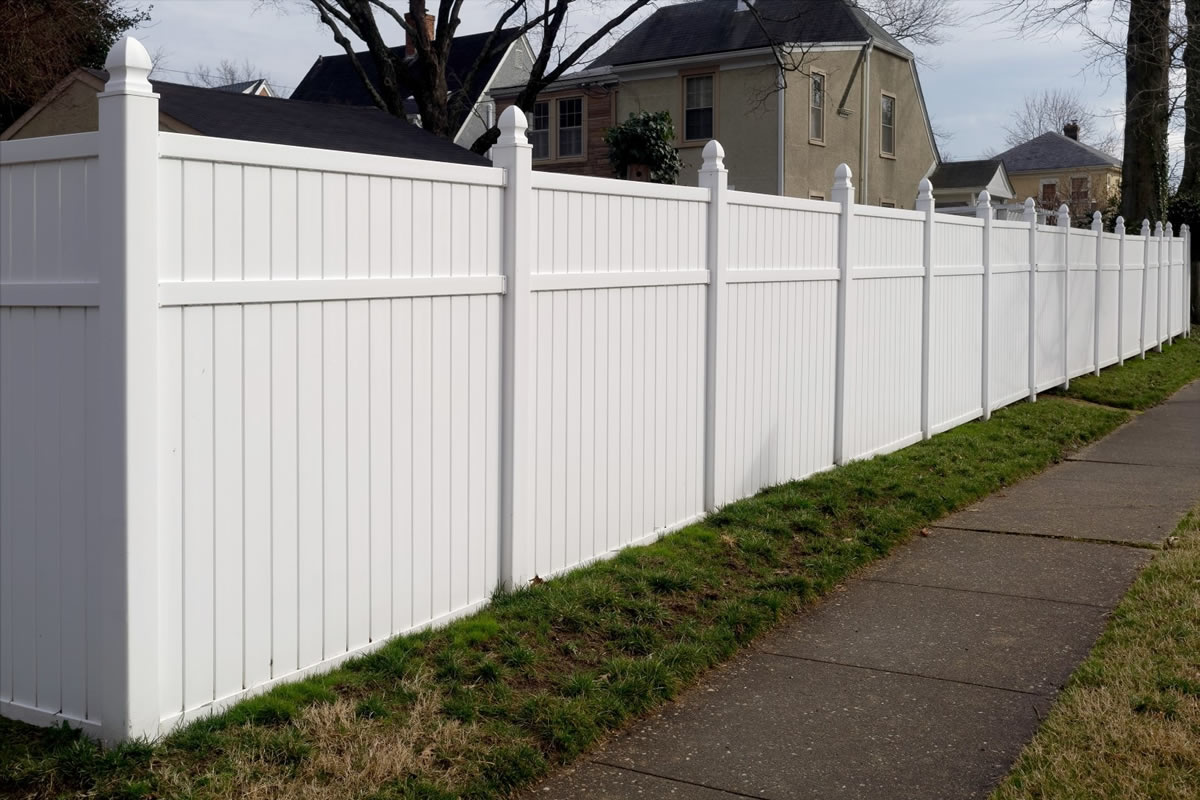 Six Major Benefits of Installing a Vinyl Fence around Your Yard